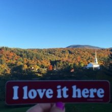 🍁Foliage is in full swing here in Stowe, Vermont! 🍁#iloveithere #stickers #vtphoto #Vermont #vermontbyvermonters #nature #marketing #branding